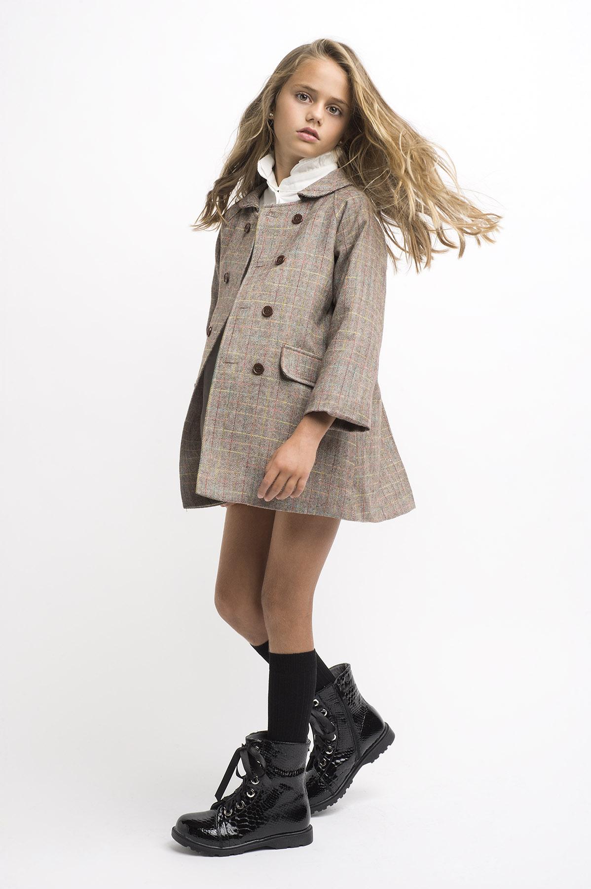 catalogo moda infantil en estudio con mi hija Paula Carrasco